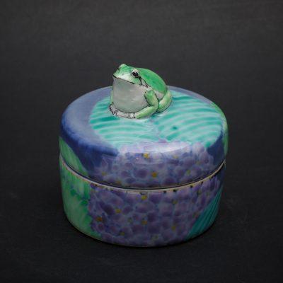 Frog and Hydrangea by Kensuke Fujiyoshi
