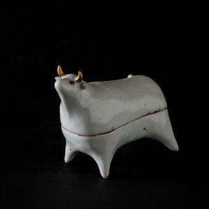 Cow by Kensuke Fujiyoshi