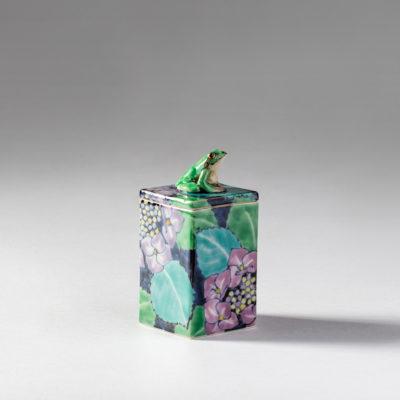 Frog and Hydrangea ( Kensuke Fujiyoshi )