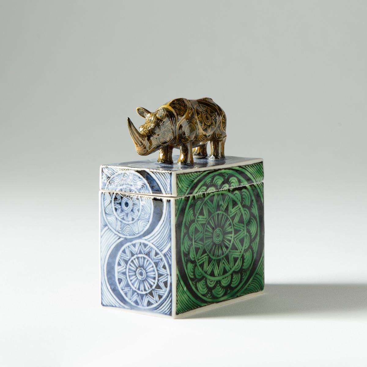 Rhino box (Kensuke Fujiyoshi)